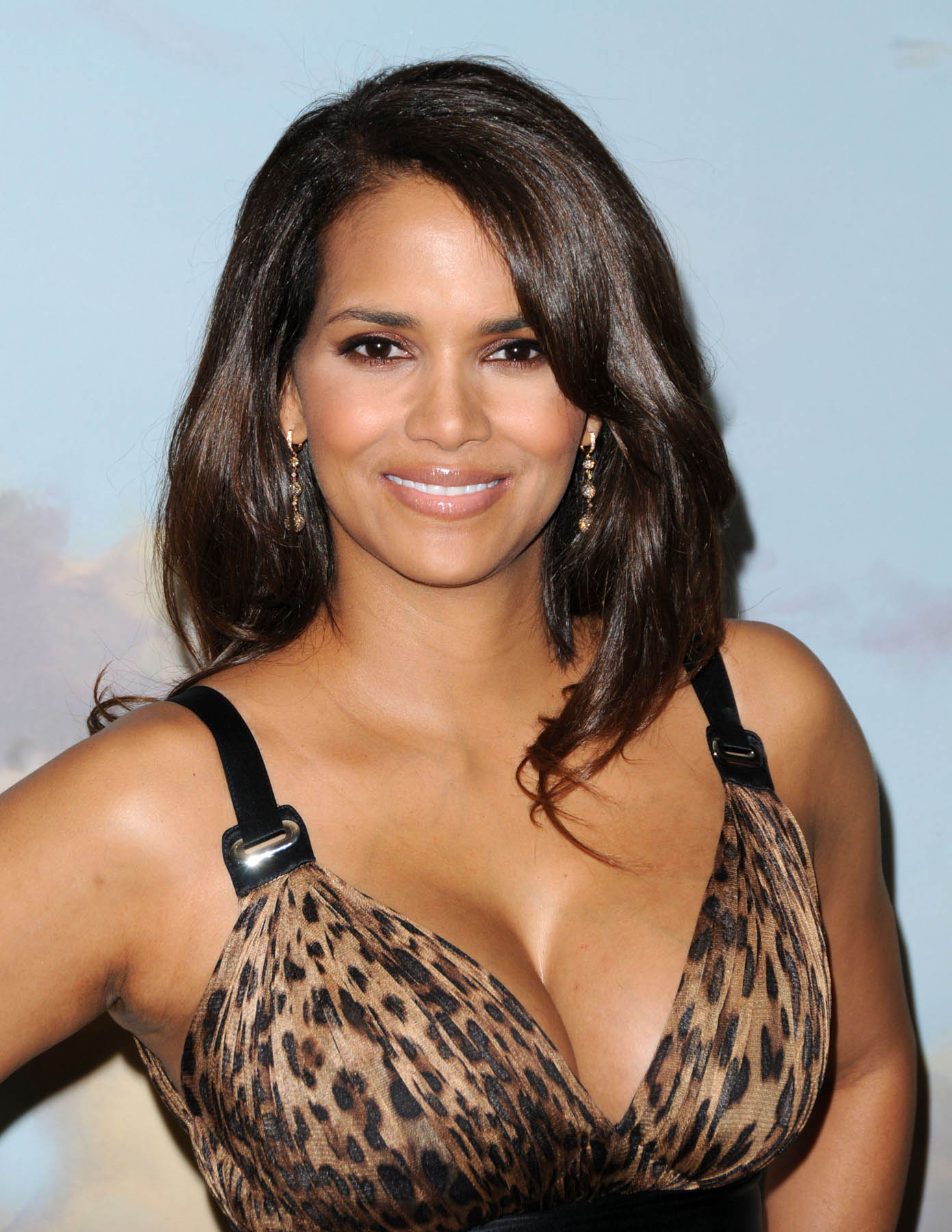 HALLE BERRY'S FIRST POST-PREGNANCY APPEARANCE | Mike ...